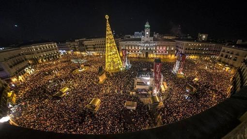 Nochevieja diez plazas espa olas para despedir el a o for Puerta del sol uvas