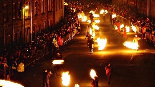 Una de las fiestas del fuego que se celebran en Escocia