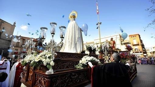 Procesión del Encuentro del Cristo Resucitado con la Virgen de la Alegria en la Plaza Mayor de Medina del Campo