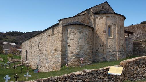 Vista de l'església de Sant Vicenç d'Estamariu