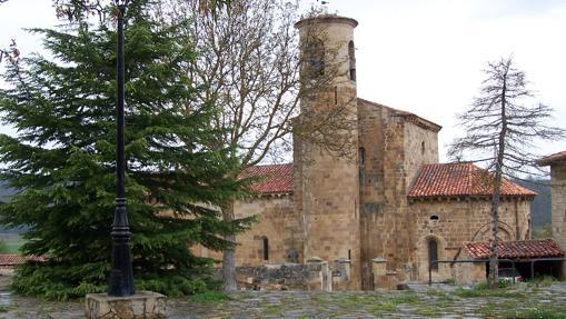 Vista de la colegiata románica de San Martín de Elines (Valderredible)