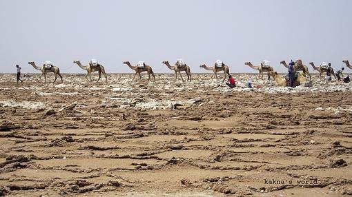 Arena y sal en el desierto de Danakil