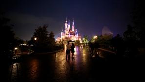 Disney inaugura su parque de Shanghái en plena guerra con Wanda