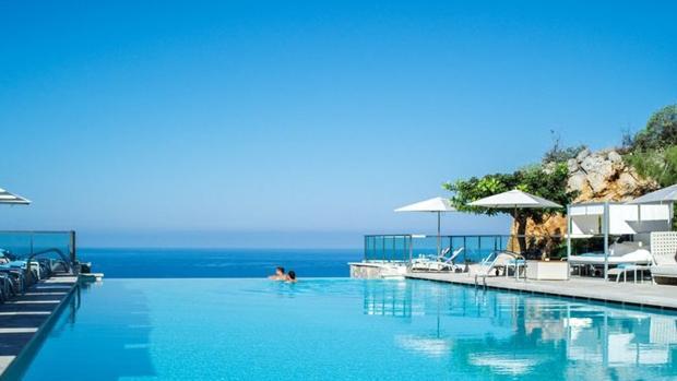 Once alucinantes piscinas de hoteles en espa a - Apartamentos baratos en malta ...