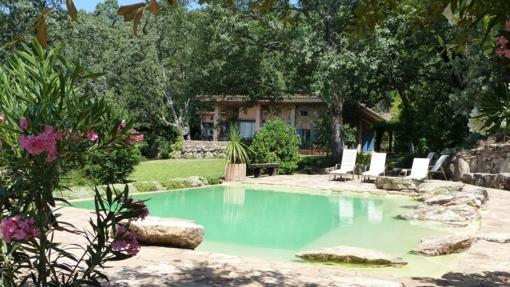 Turismo rural diez casas rurales con piscinas id licas for Casas rurales sierra de madrid con piscina