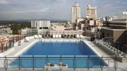 Terrazas de verano veinte azoteas impresionantes para ver el atardecer en madrid - Piscina hotel emperador ...