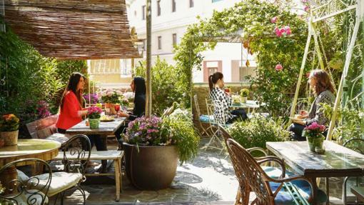 Terrazas de verano diecisiete azoteas impresionantes para for Jardin secreto salvador bachiller