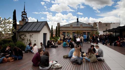 Terrazas de verano diecisiete azoteas impresionantes para for Terraza la casa encendida precios