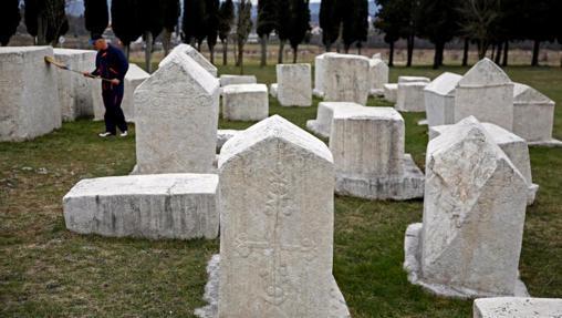 Tumbas stécci del cementerio de Stolac, Bosnia
