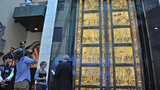 Una imagen de la inaguración en 2012 de la restaurada Puerta del Paraíso, creada por el escultor, orfebre y arquitecto Lorenzo Ghiberti hace cerca de seis siglos