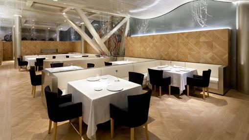 Sala del restaurante Lasarte