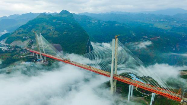 El puente de Beipanjiang une las provincias de Yunnan y Ghizhou