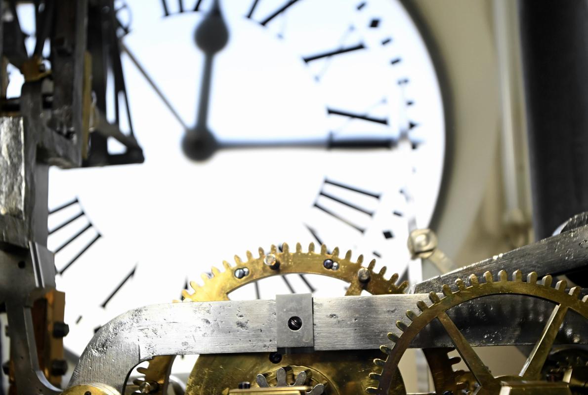El origen de las 12 uvas y otros secretos del reloj m s for Libreria puerta del sol