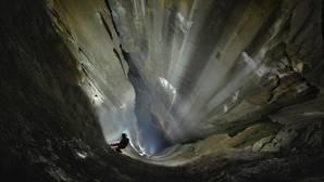 Descubren el pozo vertical más grande de España