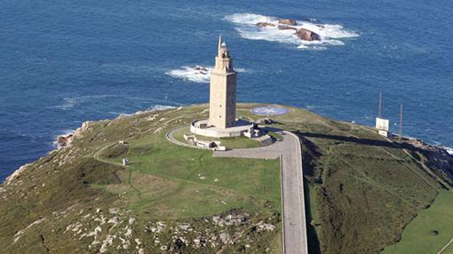 Orillamar, Montealto y La Torre (en la imagen, la Torre de Hércules, es una buena zona de tapeo en La Coruña