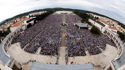 Vista general del Santuario de Fátima (Portugal) en la procesión conmemorativa del 95 aniversario de las apariciones, el 13 de mayo de 2012