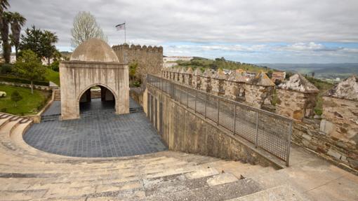 Vista parcial del castillo de Jerez de los Caballeros