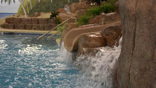 El b nker nuclear de lujo con piscina y campo de golf for Piscina el guerra