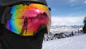 Un 72 por ciento de estos esquiadores y snowboarders expertos admiten haber realizado un selfie o grabado sus descensos