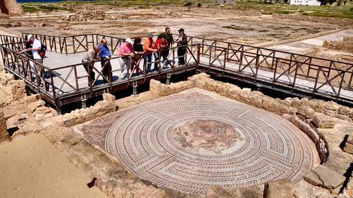 Mosaico de Teseo matando al Minotauro dentro del Laberinto, en Kato Pafos