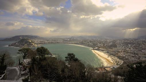 Vista general de San Sebastian con la playa de la Concha