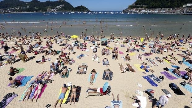 Vista de la playa de La Concha de San Sebastián, en una imagen tomada en el mes de junio