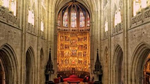 Nave central de la catedral de Oviedo