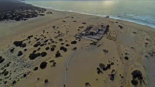 El hotel Le Dune Piscinas, en medio del arena