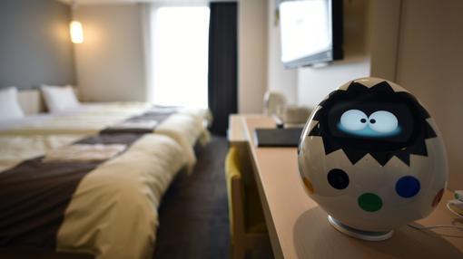 El robot-conserje «Tapia», fotografiado en una de las habitaciones del nuevo «Henn na Hotel Maihama Tokyo Bay»
