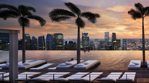 Nadar en la piscina infinita m s larga del mundo for Hotel singapour piscine