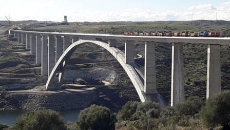 Prueba de carga en el Viaducto de Almonte, en diciembre de 2016