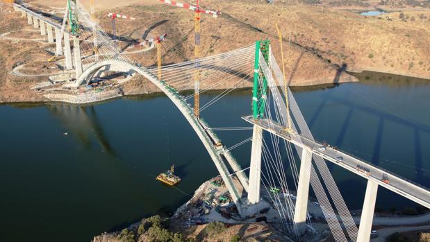 Vista aérea de las obras del Viaducto de Almonte