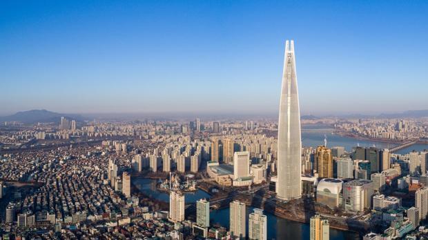 Una imagen de la Lotte World Tower, en Seúl