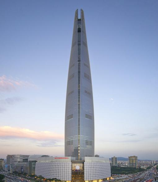 La impresionante torre destaca en el horizonte de Seúl