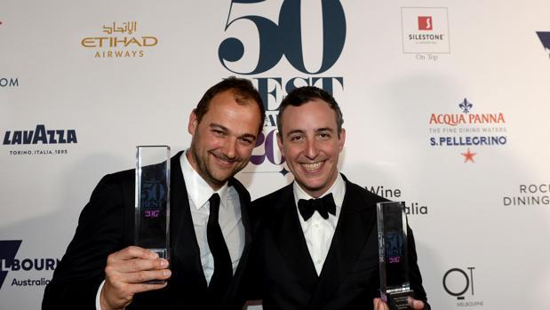 Will Gudara y Daniel Humm, los ganadores de la noche, en Melbourne
