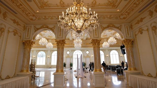 Acceso al Gran Salón Donald Trump, en Mar-a-Lago, el club privado del presidente en Palm Beach (Florida)