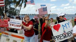 Protesta al paso de la caravana presidencial en Palm Beach