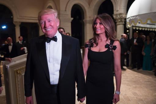 Donald Trump y su esposa, Melania, en la Nochevieja de 2016 en Mar-a-Lago