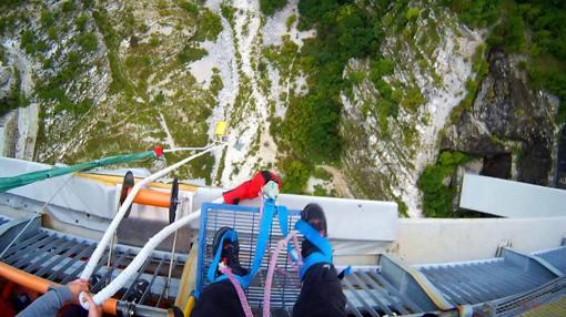 Vista antes de lanzarse al vacío en el puente de Altopiano di Asagio