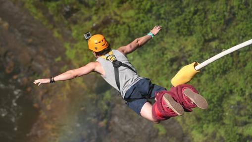 Salto en las cataratas Victoria