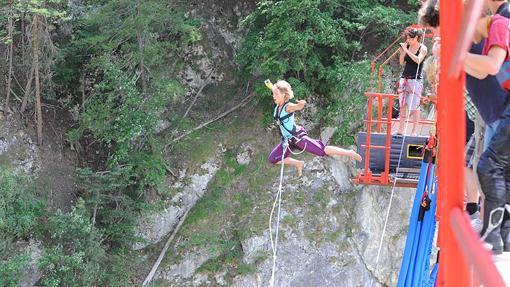 Salto desde el Puente de Niouc