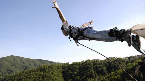 Quince de los saltos de «puenting» más altos y salvajes del mundo