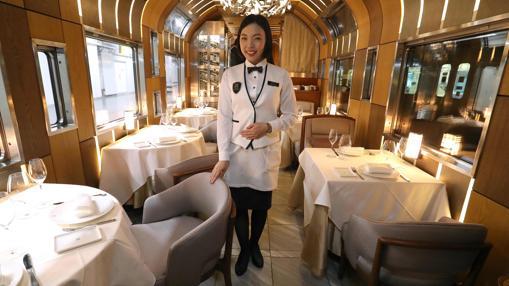 Vagón comedor del tren Shiki-Shima