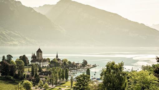 El lago Thunersee. entre Thun e Interlaken