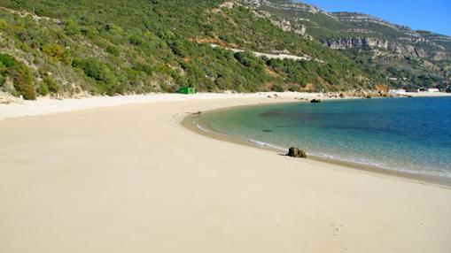 Playa Galapinhos, limpia y habitualmente sin «atasco» de bañistas