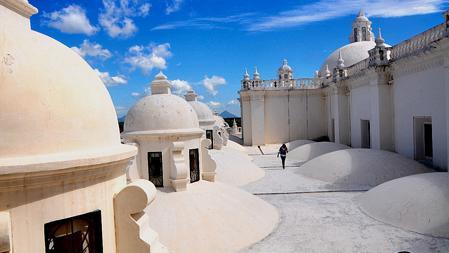 Cúpulas blancas de la catedral de León
