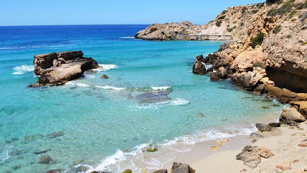 PLAYAS: Diez calas secretas de Ibiza que te descubrirán otra