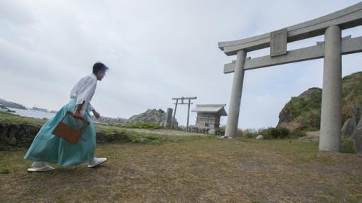 Un sacerdote shintoista, en la isla