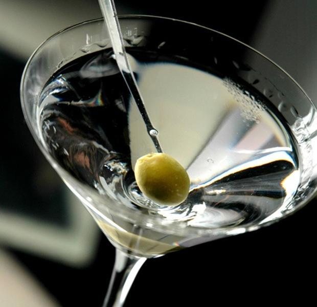 El cóctel de Martini está compuesto por vermú y ginebra