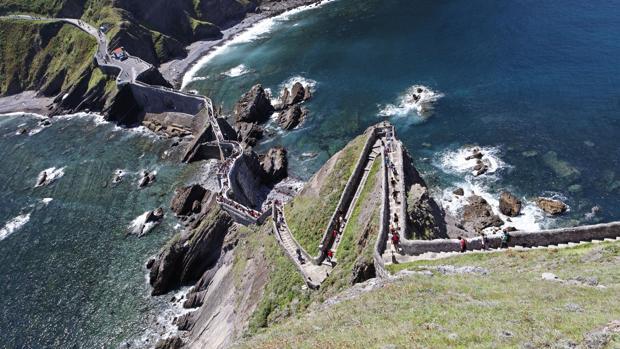 El islote de los 241 escalones una maravilla de espa a for Escaleras juego de tronos